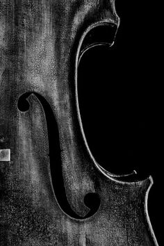 Cello f-hole Detail
