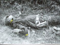 German paratrooper killed, An american combat knife M3 obr 1943 years, can be seen protruding from the neck.