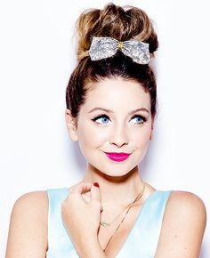 Find images and videos about zoella, zoe sugg and zoe on We Heart It - the app to get lost in what you love. Joe And Zoe Sugg, Joe Sugg, Zoella Beauty, Hair Beauty, Zoella Style, Famous Youtubers, Girl Online, Summer Makeup, Celebs