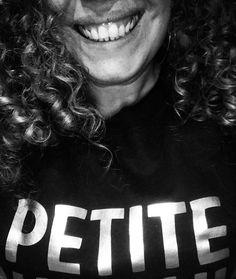 J'enfile un sourire et j'arrive ! #selfie #my #selfies #TFLers #hair #portrait #me #love #pretty #handsome #instagood #instaselfie #selfietime #face #life #igers #fun #followme #instalove #smile #igdaily #follow #moi #petite #boucles #hair #crolles #blackandwhite