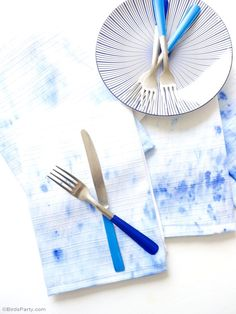 DIY Easy Watercolor Napkins - learn to craft these handmade, hand painted napkins using re-purposed fabrics for any party!