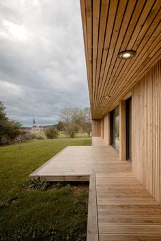 Image 21 of 21 from gallery of Maison Simon / Mathieu Noël & Élodie Bonnefous architectes. Wood Architecture, Residential Architecture, Contemporary Architecture, House Cladding, Unique House Design, Courtyard House, Modern Barn, Wooden House, Bungalows