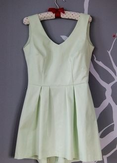 Kup mój przedmiot na #vintedpl http://www.vinted.pl/damska-odziez/krotkie-sukienki/12922589-mietowa-sukienka-koktajlowa-rozmiar-40
