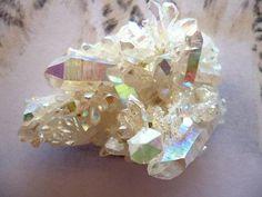 aatmagaialove: Angel Aura is a quartz crystal. Uses: uplifting spiritual stone… Minerals And Gemstones, Crystals Minerals, Rocks And Minerals, Stones And Crystals, Gem Stones, Crystal Uses, Crystal Magic, Angel Aura Quartz, Quartz Crystal