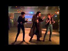 Michael 1996 John Travolta [Dance scene] ~~ Mmmm John you got the moves darlin'! Shall We Dance, Lets Dance, John Travolta Dancing, I Love Music, Good Music, Dance Videos, Music Videos, Aretha Franklin, Dance The Night Away