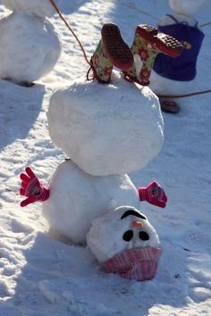 24 Clever Ways to Build a Snowman Winter Day, Winter Theme, Winter Months, Building Aesthetic, Funny Snowman, Snow Much Fun, Build A Snowman, Different Seasons, Baby Album