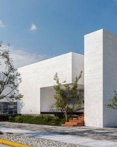 Minimal Architecture, Modern Architecture House, Amazing Architecture, Architecture Design, Modern House Facades, Modern Villa Design, Entrance Design, Facade House, Modern Luxury