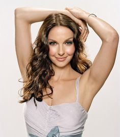 Ashley Judd This is a woman with far more then acting on her plate of talent and it would be most interesting to talk with her Ashley Judd Young, Female Actresses, Actors & Actresses, Le Jolie, Old Hollywood Glamour, Hollywood Celebrities, Best Actress, Movie Stars, Beautiful People