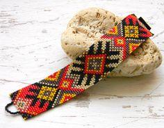 Яркий браслет из бисера - этно-стиль