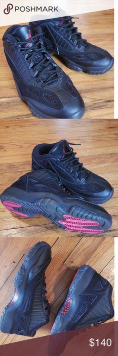 7801a75c4dbfe2 Men s Air Jordan retro 11 low Referee sz 9 Men s Jordan retro 11 black