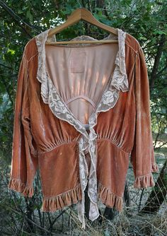Vintage Magnolia Pearl Velvet and Lace Short Jacket #MagnoliaPearl #BoleroShrug