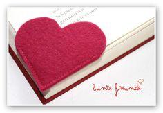 …als geschenksidee oder einfach für sich selbst – dieses lesezeichen aus reinem wollfilz lässt bestimmt die gewünschte buchseite wiederfinden…so einfach…so schlicht…und doch so besonders… die genaue beschreibung findest du auf meinem blog: http://www.buntefreunde.blogspot.co.at/2012/07/i-books.html
