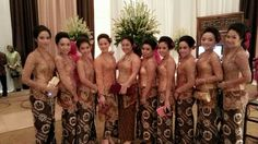 the bridesmaids in javanese wedding Bridesmaids, Bridesmaid Dresses, Wedding Dresses, Javanese Wedding, Wedding Stuff, Dream Wedding, My Heritage, Kebaya, Traditional Outfits
