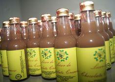 como fazer licor para vender Brazillian Food, Alcohol Drink Recipes, Limoncello, Pina Colada, Non Alcoholic, Baby Shower Cakes, Hot Sauce Bottles, Bartender, Beverages