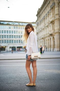 A comfy and neutral look perfect for exploring the city.