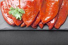 Papriky nakrájené, povařené v nálevu, pak sterilované.