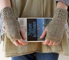 Knitting pattern for Fee-Bee fingerless mitts