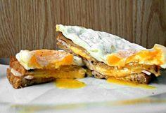 14 brutálisan jó melegszendvics, ami kitölti a hétvégéd | nosalty.hu Sandwiches, Breakfast, Food, Morning Coffee, Meals, Paninis, Yemek, Morning Breakfast, Eten