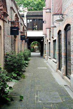 Ye Shanghai in Xiantiandi http://apairandasparediy.com/2014/07/shanghai-travel-guide.html