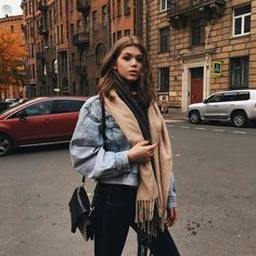 winter outfits aesthetic Oversized cosy scarf and denim jacket look, winter street style outfit inspo Winter Outfits For Teen Girls, Winter Fashion Outfits, Fall Winter Outfits, Look Fashion, Autumn Winter Fashion, Street Fashion, Womens Fashion, Autumn Casual, Winter Ootd
