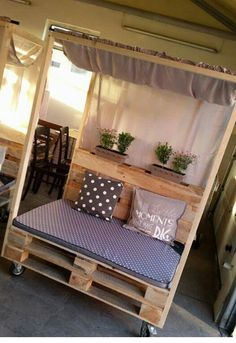 steigerhouten windscherm met glas en plantenbak op wielen tuin pinterest met. Black Bedroom Furniture Sets. Home Design Ideas