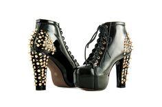 Kolejne buty w naszym zbiorze fotografii produktowej