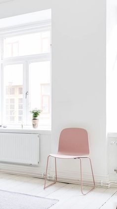 Via NordicDays.nl | Pink accents in white Scandinavian homes | Muuto