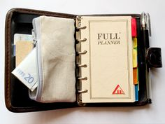Planner Wallet Tutorial. I always need a zipper pouch in my planner and they never have one!