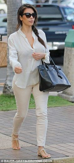 Sunglasses x black handbag x flat sandals. Kim Kardashian-West - Famous and successful, Kim shot to fame after her infamous sextape. Now married to Kanye West (yeezy) and mom to baby daughter North, the selfie queen never fails to provide cute outfits, style, fashion and make up tips. No longer pregnant, Kim is dieting to gain back her hot body.