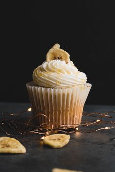 banana cupcakes with honey pecan buttercream! | Posted By: DebbieNet.com