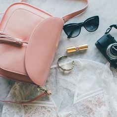 Our Lola in Rose is the perfect Spring/Summer color.  #Camerabag #girlphotographer #TravelStyle
