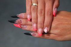 Edge and square nails with Full Diamond acrylic powder www.crystalnails.com/webshop/full-diamond-powder
