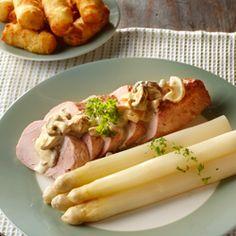 Witte Asperges met culinaire Varkenshaas en Paddestoelenroomsaus