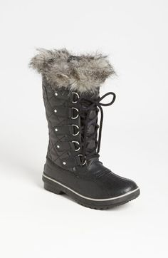Free shipping and returns on SOREL 'Tofino' Boot at Nordstrom.com. A lightweight quilted upper is made of waterproof waxed canvas with a durable leather shell and topped with a fab faux-fur collar. A molded rubber outsole echoes the classic 1964 Pac boot and provides superb traction in slippery slush and snow.