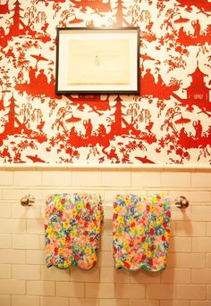 Kate and Andy Spade's bathroom shot by The Selby. Love the d.porthault towels and chinoiserie wallpaper