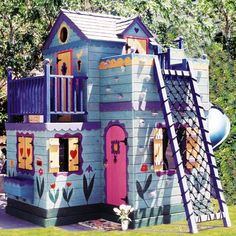OMG, I might love this playhouse more than my daughter.