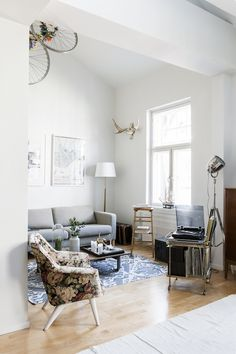 Beautiful home in Helsinki, Finland. Home owner: Jirka Väätäinen. Photographer: Pauliina Salonen. Stylist Laura Seppänen (shared with kind permission). Click for full tour.