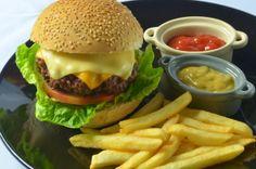 Menu Kzuka: hambúrguer tradicional em casa Solanda Rodrigues/