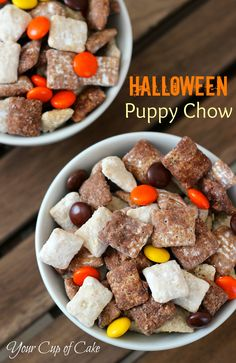 Halloween Puppy Chow: I love puppy chow! Mixing it was chocolate and white just made it better. However, with my chocolate I did the Nutella Puppy Chow recipe. Great snack for Halloween! Halloween Puppy, Halloween Treats, Halloween Fun, Halloween Goodies, Halloween Check Mix, Halloween Appetizers, Halloween Cocktails, Halloween Candles, Halloween Desserts