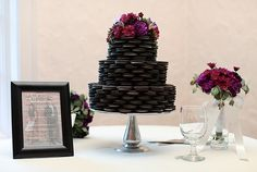 Oreo Inspiration: Sweet Treats for Your Wedding Oreo Wedding Cake, Funny Wedding Cakes, Alternative Wedding Cakes, Wedding Cake Alternatives, National Oreo Day, Yellow Grey Weddings, Our Wedding, Wedding Ideas, Wedding Things