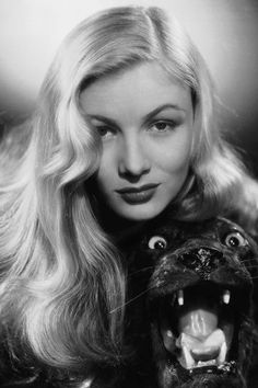 Beautiful bangs icon: Veronica Lake, 1942