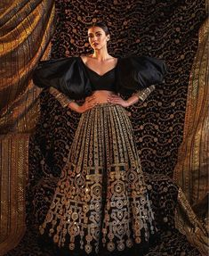 Check out 5 New Lehenga Fashion Trends for 2020 brides.From bell sleeves lehenga choli, to high waisted lehenga skirts, lots of new ideas in wedding fashion Indian Gowns Dresses, Indian Fashion Dresses, Indian Designer Outfits, Designer Dresses, Indian Inspired Fashion, Indian Fashion Trends, Fashion Outfits, New Lehenga, Lehenga Choli