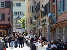 Niederdorf offers interesting sights, culinary delights and shopping in Zurich's old town.
