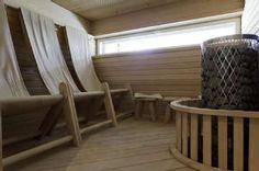 Saunassa voi rentoutua myös pehmeillä kangasistuimilla