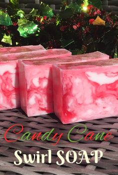 You will often hear that melt and pour soaps are unsuited for swirls. While it is true that the usual swirling techniques used in cold process soaps can't be applied to melt and pour soap bas… Handmade Soap Recipes, Handmade Soaps, Diy Soaps, Handmade Headbands, Handmade Crafts, Handmade Rugs, Soap Swirl Tutorial, Strudel, Soap Melt And Pour