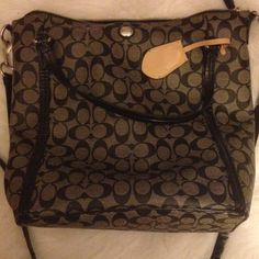 """[••Coach••] large handbag ️GORGEOUS BAG!!! Approx 13.5"""" height and 15"""" width. It has been previously loved, the inside could use a good washing and the large strap shows some signs of wear, but overall this bag is in great condition. Bought at full retail. ⭐️⭐️BUNDLES OF 5 OR MORE LISTINGS ARE 5⃣0⃣% OFF!⭐️⭐️⭐️**buyer responsible for extra shipping if applicable**NO LOWBALLS. Ex) offering $60 would be considered a LOWBALL Coach Bags Shoulder Bags"""