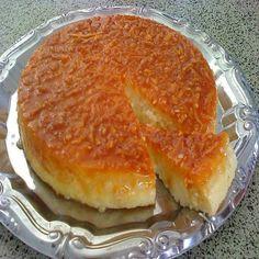 COMPARTILHAR RECEITA!  Ingredientes: 200g de açúcar para caramelizar a forma4 ovos 3 xícaras de leite 1 colher (sopa) de manteiga sem sal 2 xícaras de açúcar 2 colheres (sopa) de coco ralado 2 colheres (sopa) de queijo Parmesão ralado 2 xícaras de mandioca ralada grosso Modo de Preparo: Pré-aqueça o forno a 180˚C. Ferva …