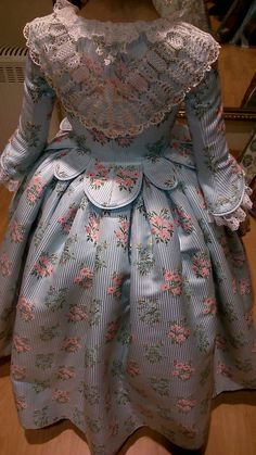 BROCAT :: CONFECCIONES, GANDÍA - (VALÈNCIA) A Level Textiles, Riding Habit, Victoria Fashion, Period Outfit, Clothes Horse, Costume Design, Marie Antoinette, Feminine, Gowns