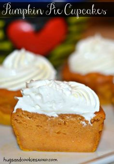 pumpkin cupcakes with cream cheese whipped cream topping Oreo Dessert, Pumpkin Dessert, Pumpkin Pie Cupcakes, Pumpkin Pie Cheesecake, Pumkin Pie, Cheesecake Recipes, Cream Cheese Pumpkin Pie, Kahlua Cheesecake, Nutella Recipes