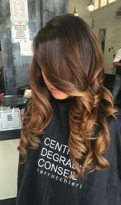 Love the curls Brown Hair Balayage, Hair Color Balayage, Hair Highlights, Carmel Highlights, Hair Color 2018, Hair 2018, Gorgeous Hair Color, Chocolate Hair, Long Layered Hair